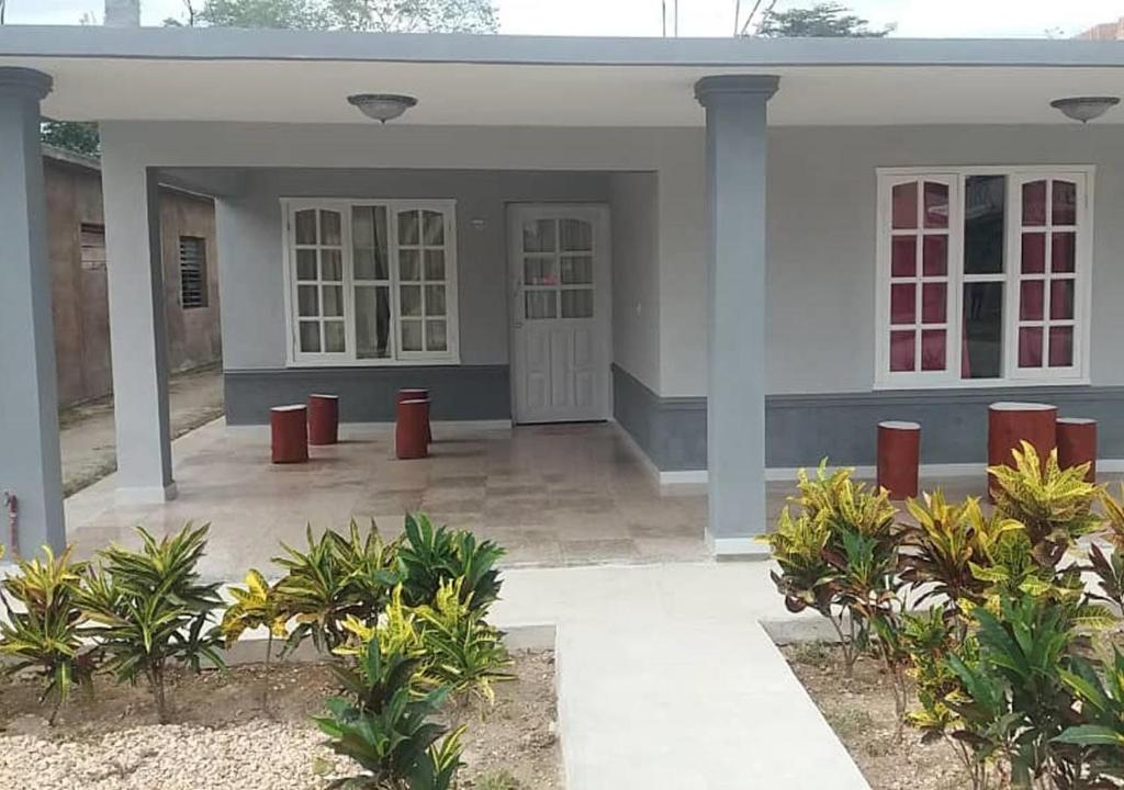 Гостевой дом  Hostal Don Luis PLAYA LARGA  - отзывы Booking