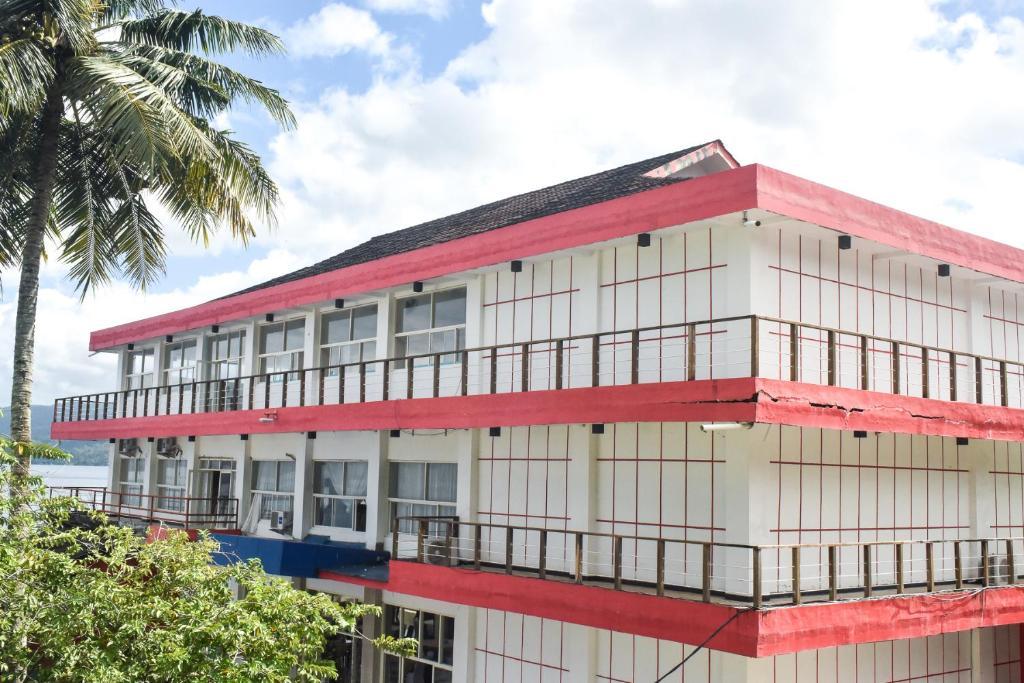 Отель Отель RedDoorz Plus @ Tirta Kencana Hotel