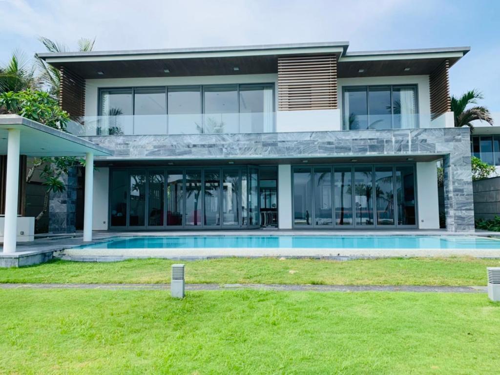 Вилла  Luxury Villa 5* - Ocean Front - IDCWH