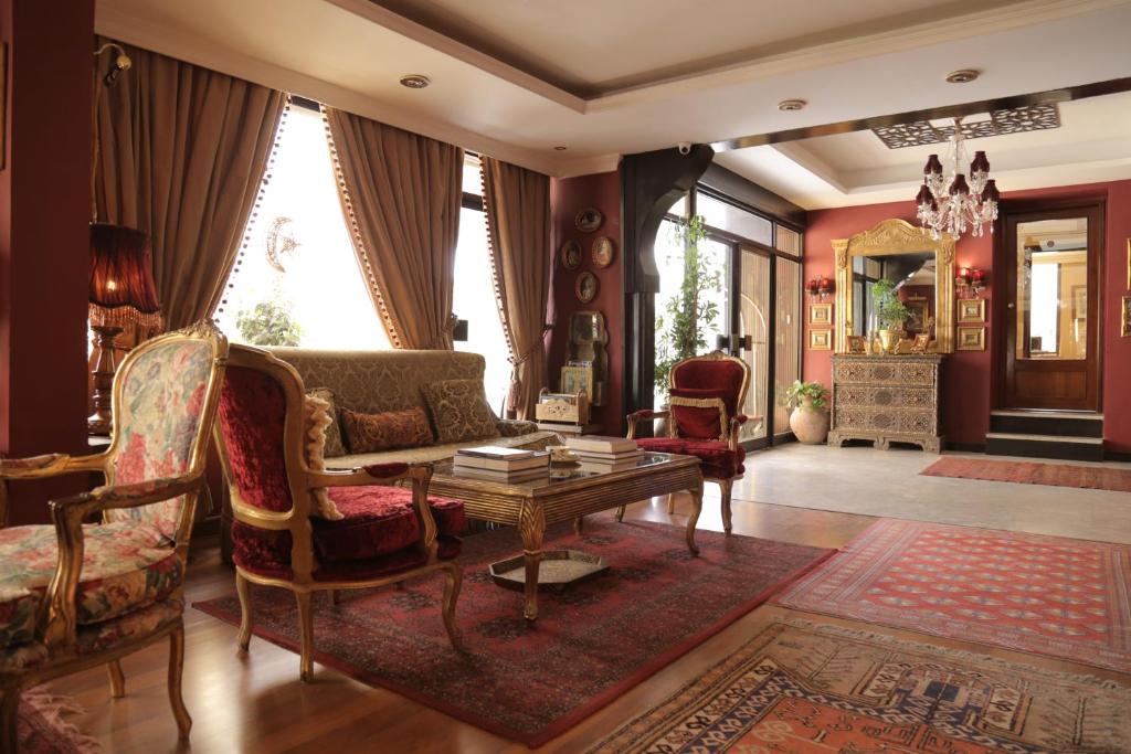 Отель Отель Gondola Hotel & Suites