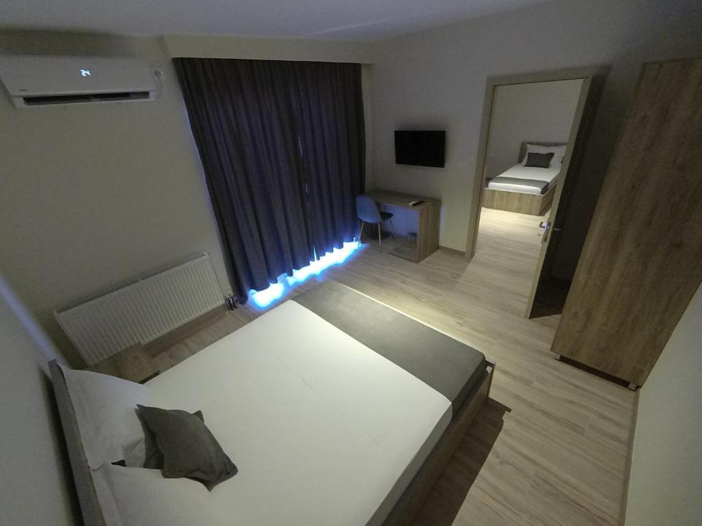 Отель  Hotel Vila Nino