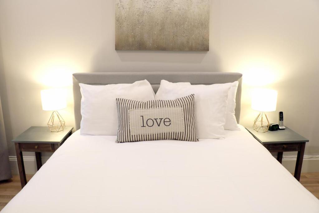 Апартаменты/квартира  Marvelous Two Bedroom Suite In Back Bay, Boston