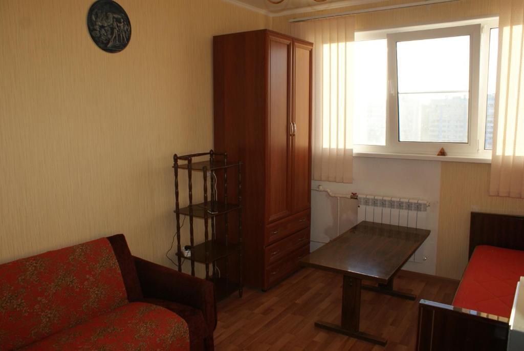 Проживание в семье  Отдельная комната в 3х комн квартире