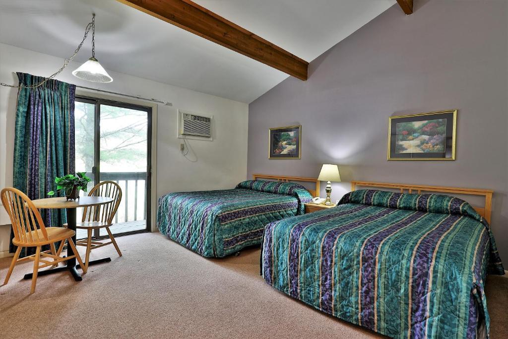 Отель  Cedarbrook Standard Hotel Room 201  - отзывы Booking