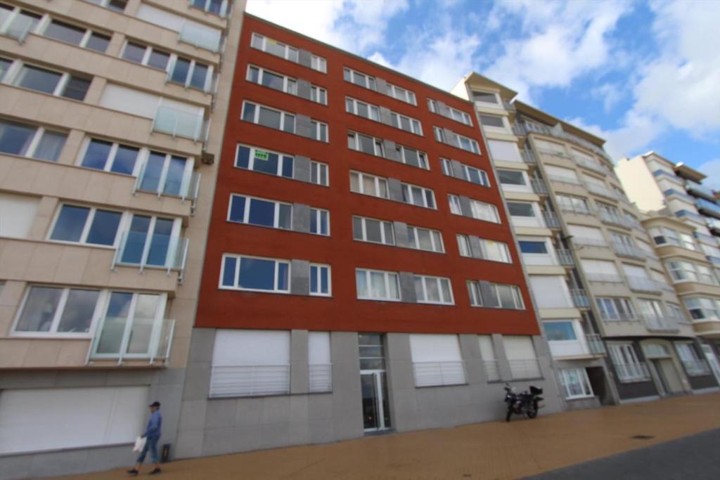 Апартаменты/квартира  2 slaapkamer appartement op de zeedijk van Oostende.  - отзывы Booking