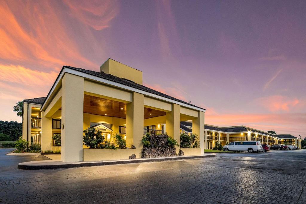 Мотель  Quality Inn Coliseum  - отзывы Booking