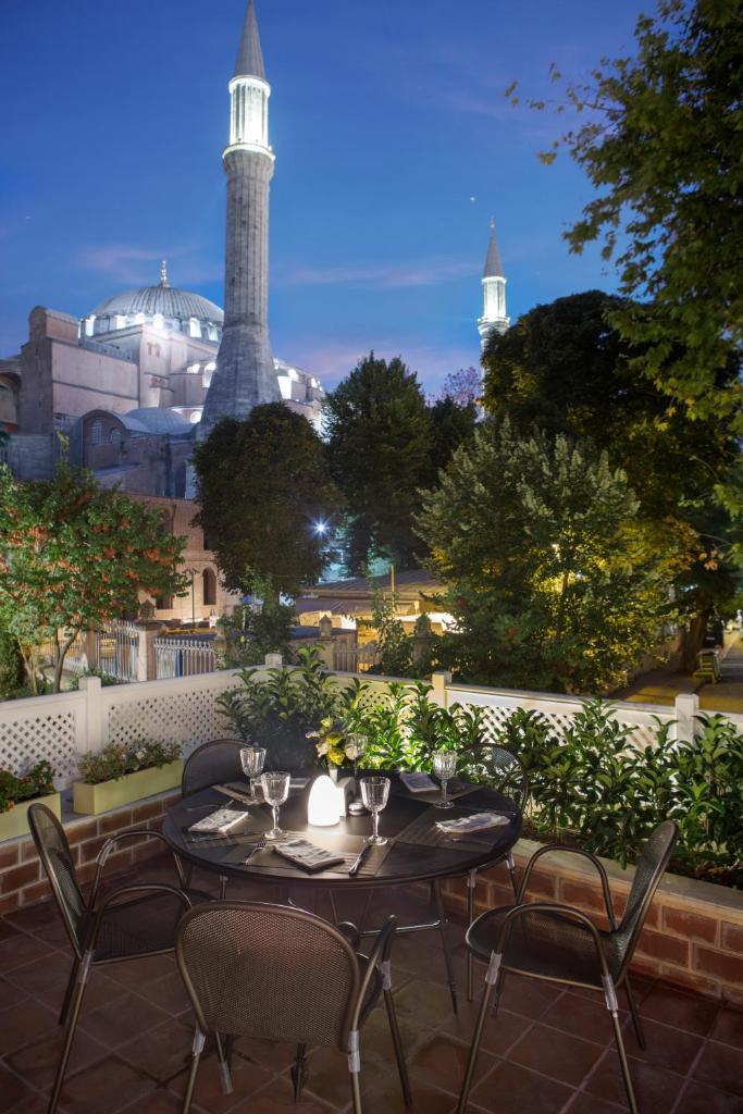 Отель  Hagia Sofia Mansions Istanbul, Curio Collection by Hilton  - отзывы Booking