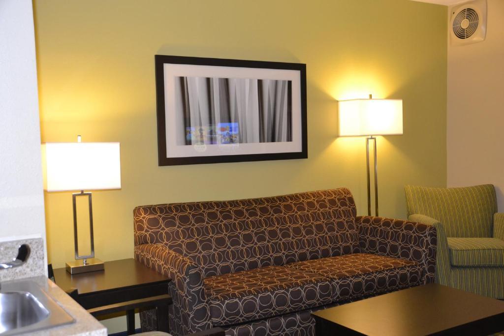Отель  Отель  Holiday Inn Express Hotel & Suites Bloomington-Normal University Area, An IHG Hotel