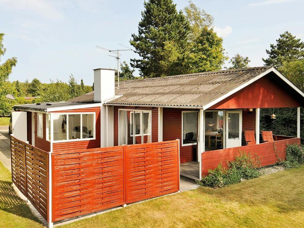 Дом для отпуска  Three-Bedroom Holiday home in Juelsminde 19  - отзывы Booking