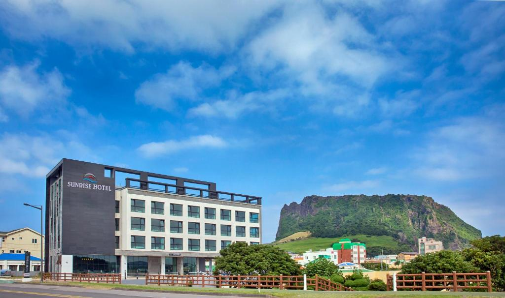 Отель  Sungsan Sunrise Hotel