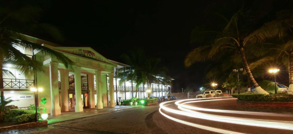 Отель Best Western Plus Accra Beach Hotel - отзывы Booking