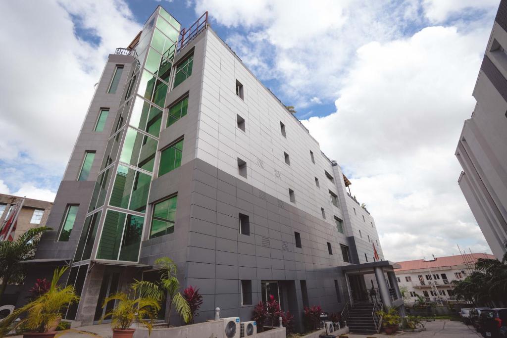 Отель Отель Phoenicia Suites