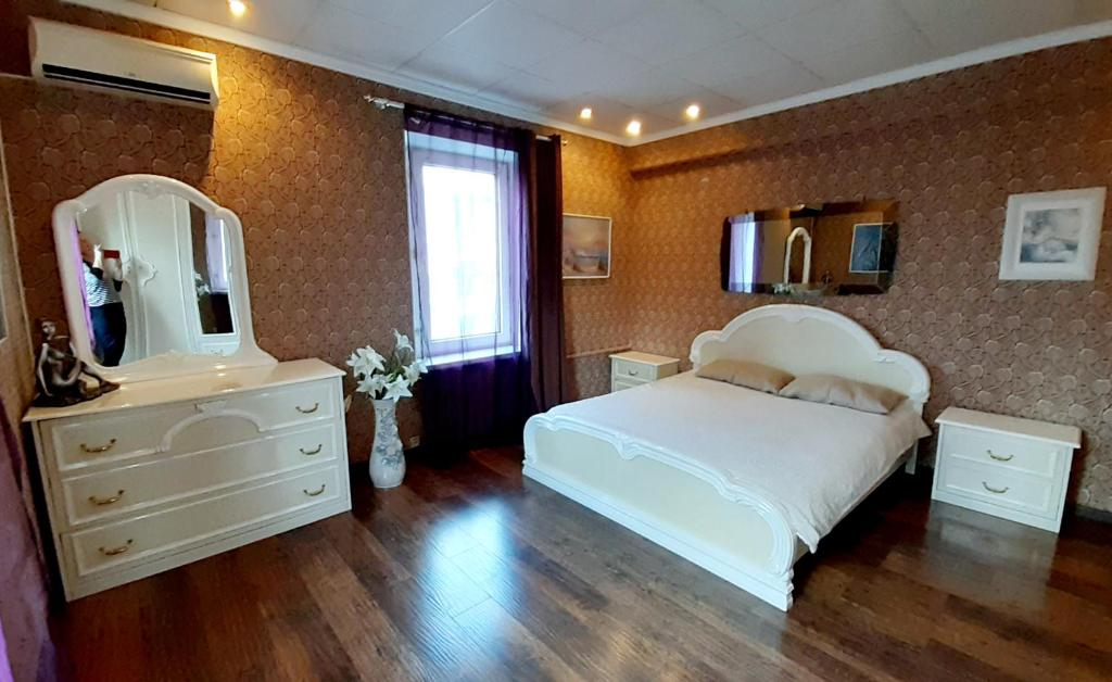 Апартаменты/квартира 3х ком. квартира - центр, Морвокзал, набережная - отзывы Booking