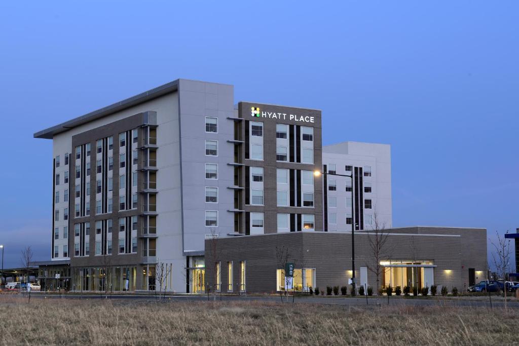 Отель Отель Hyatt Place Pena Station/Denver Airport