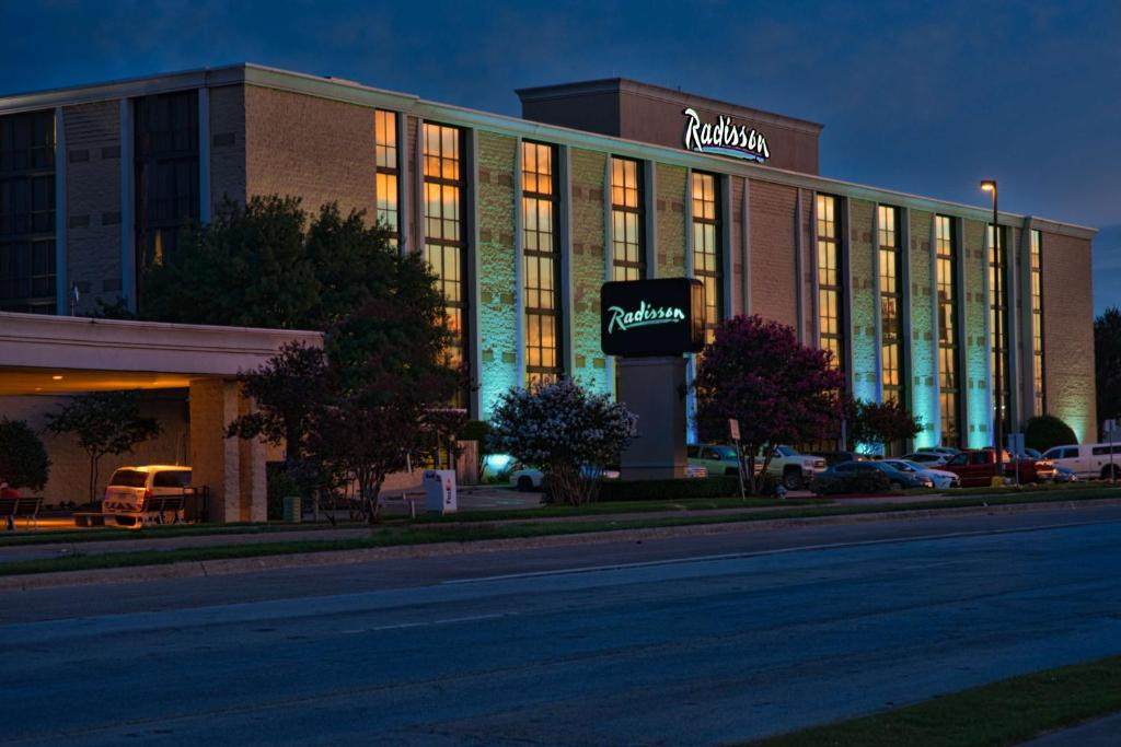 Отель Radisson Hotel North Fort Worth Fossil Creek - отзывы Booking