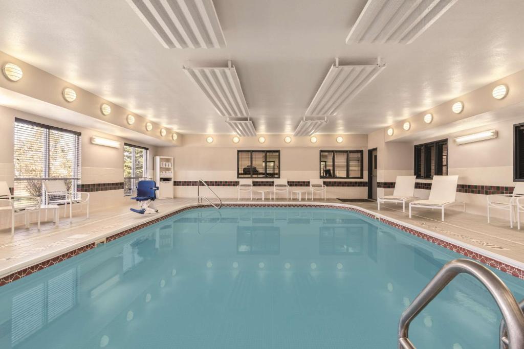 Отель Country Inn & Suites by Radisson, Big Flats (Elmira), NY - отзывы Booking
