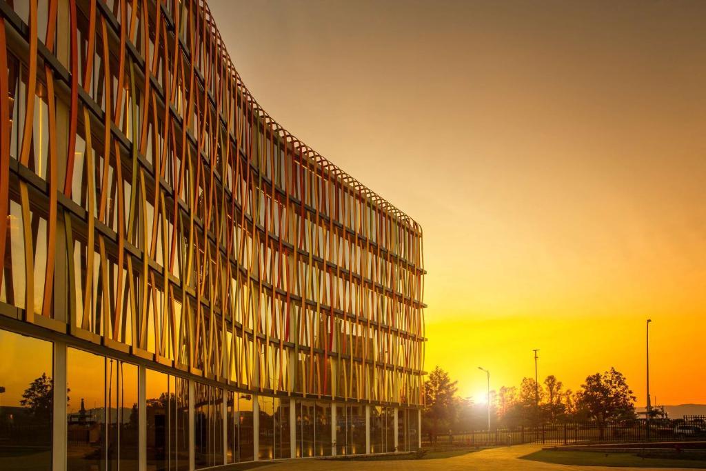 Отель  Отель  Radisson Blu Hotel & Convention Centre Kigali