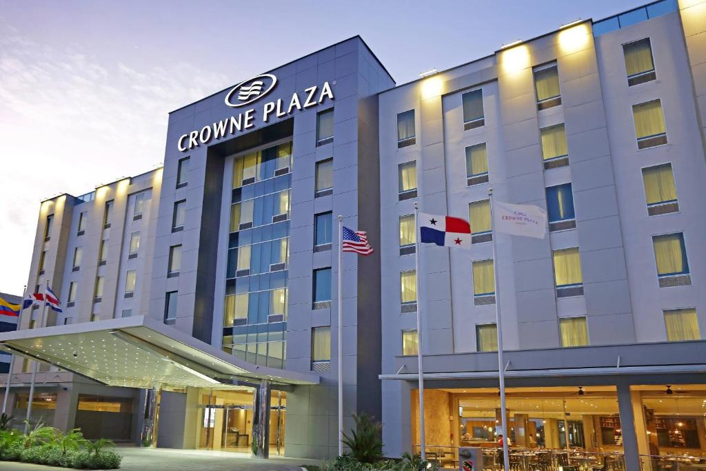 Отель  Crowne Plaza Airport, An IHG Hotel