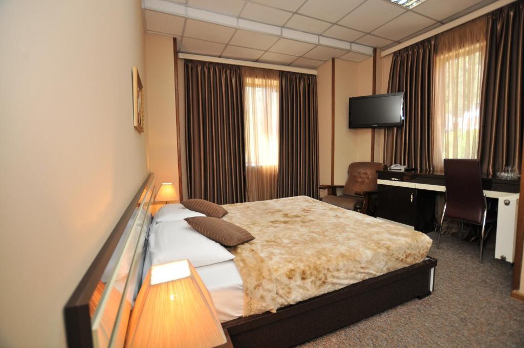 Отель  Hotel Diplomat  - отзывы Booking
