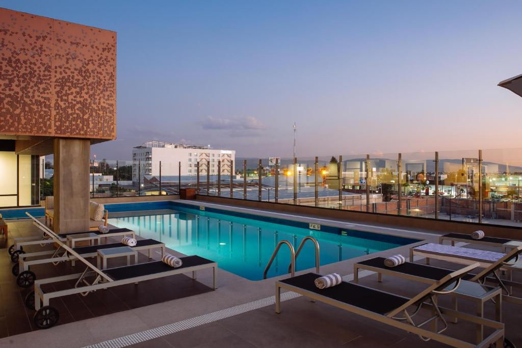 Отель  Doubletree By Hilton Celaya  - отзывы Booking