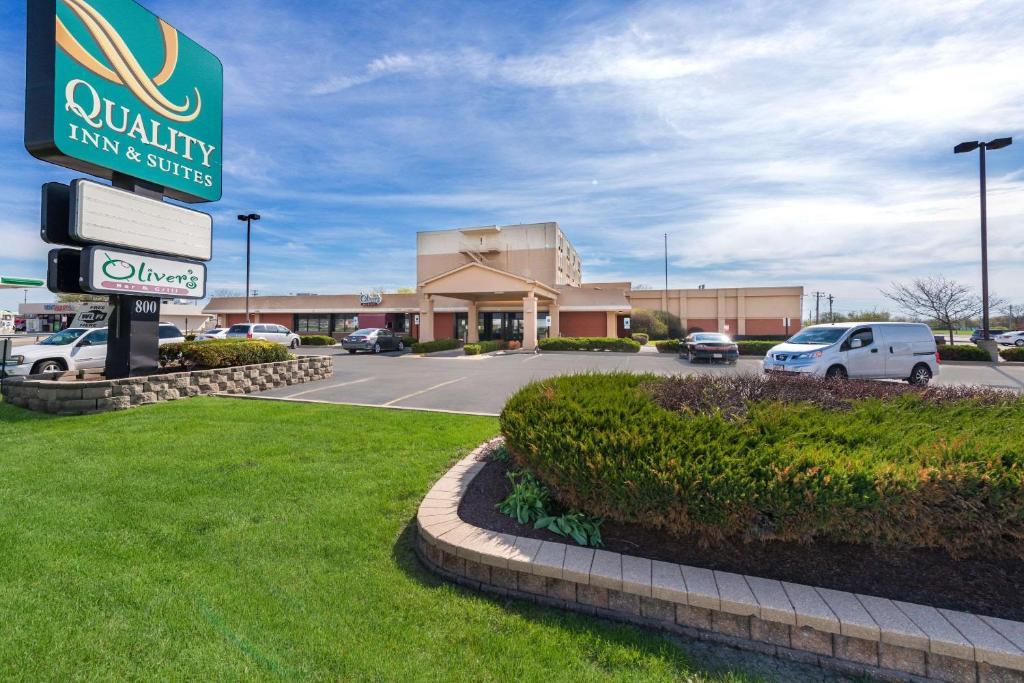 Отель  Quality Inn Bradley- Bourbonnais  - отзывы Booking