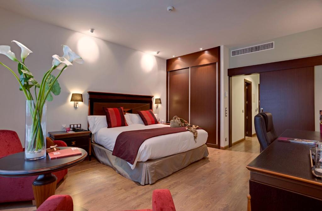 Отель  Отель  Hotel Crowne Plaza Madrid Airport