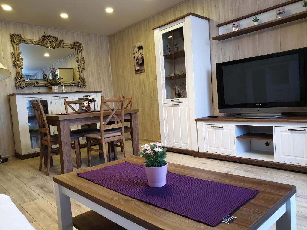 Апартаменты/квартира Marijampolės jaukūs apartamentai - отзывы Booking