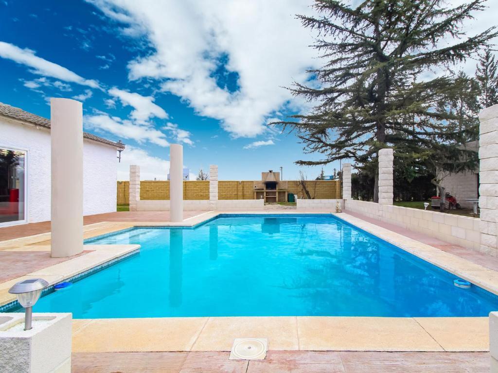 Вилла  Lavish Villa in Villamuriel de Cerrato with Swimming Pool  - отзывы Booking
