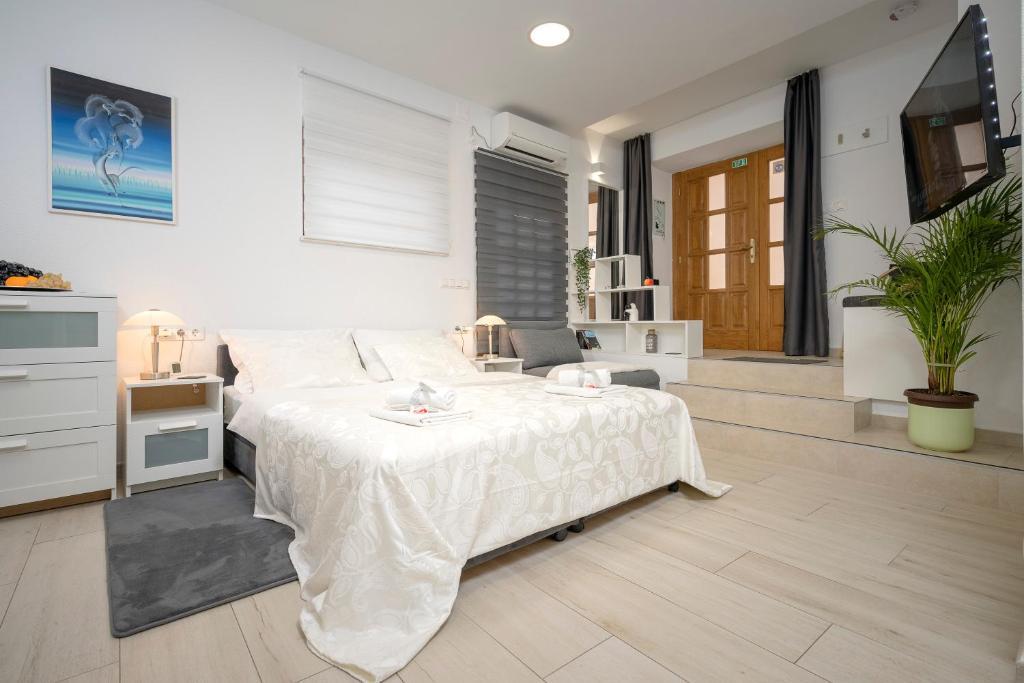 Апартаменты/квартиры  LUXOR Hvar - Main Square Apartments  - отзывы Booking