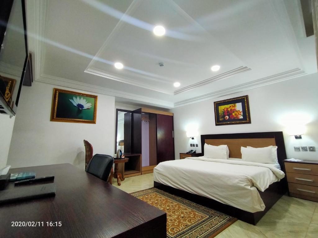 Отель  Отель  Immaculate Platinum