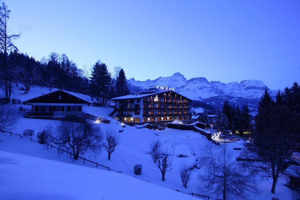 Отель  Aux Ducs de Savoie  - отзывы Booking