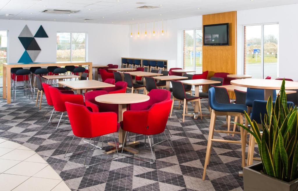 Отель  Holiday Inn Express Southampton West, an IHG Hotel  - отзывы Booking