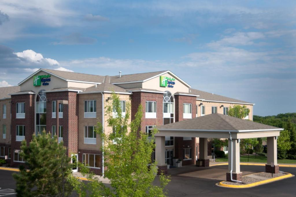 Отель  Holiday Inn Express Hotel & Suites Chanhassen, An IHG Hotel