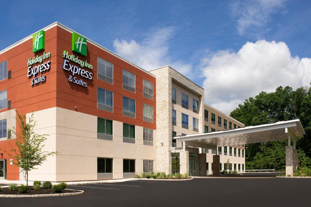 Отель  Holiday Inn Express & Suites - North Brunswick, an IHG Hotel  - отзывы Booking