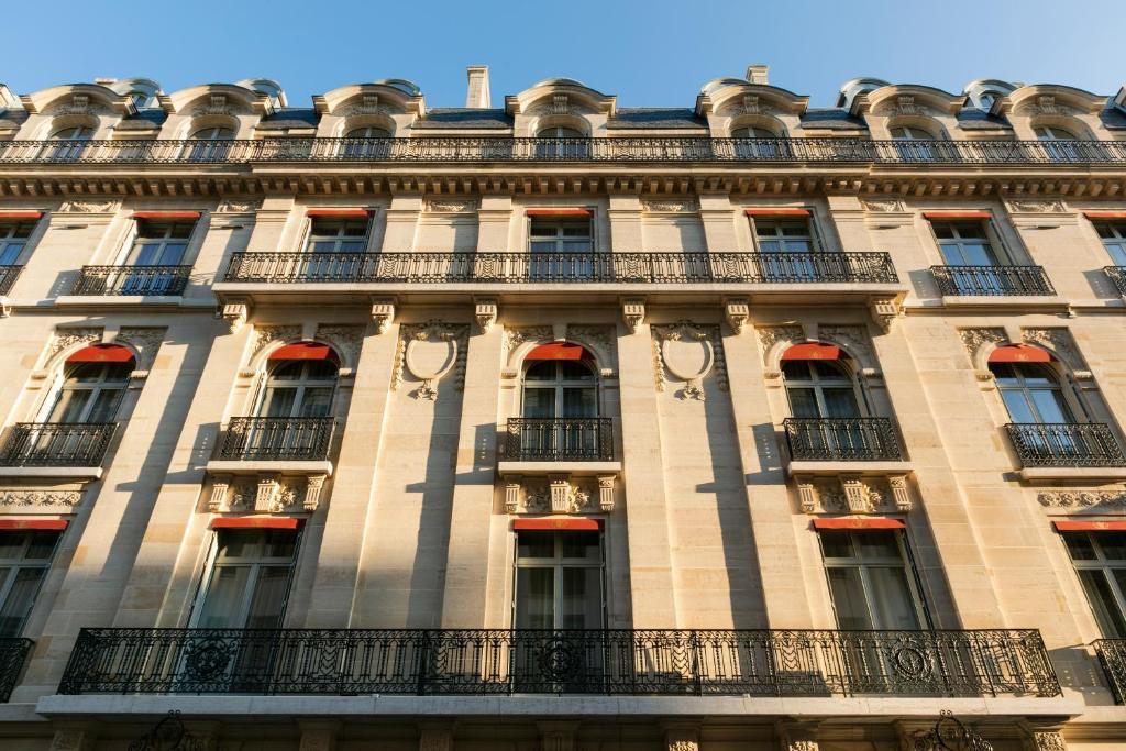 Отель Отель La Clef Champs-Élysées Paris By The Crest Collection