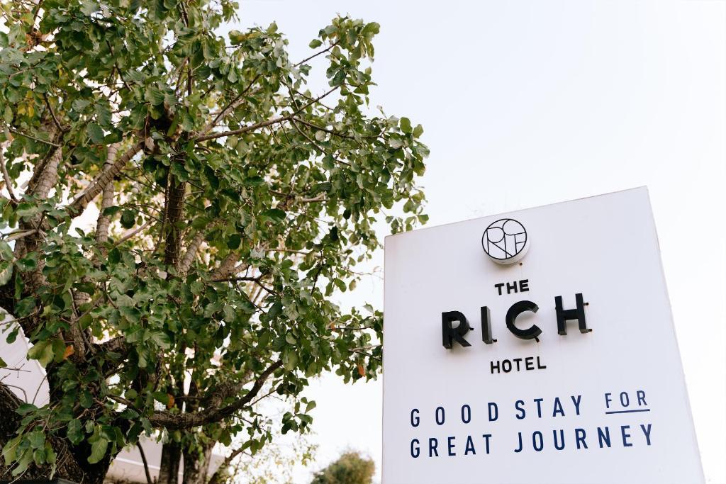Отель  The Rich Hotel  - отзывы Booking
