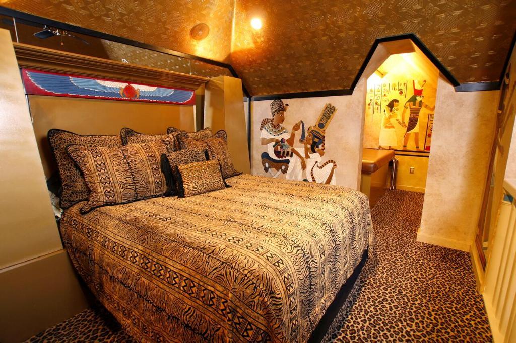 Отель  Black Swan Inn Luxurious Theme Rooms  - отзывы Booking