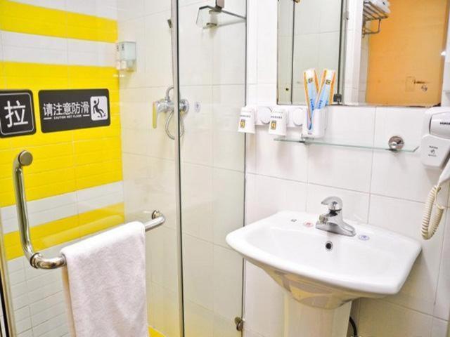 Отель Отель 7Days Inn Huizhou Danshui Haoyiduo Kaicheng Avenue