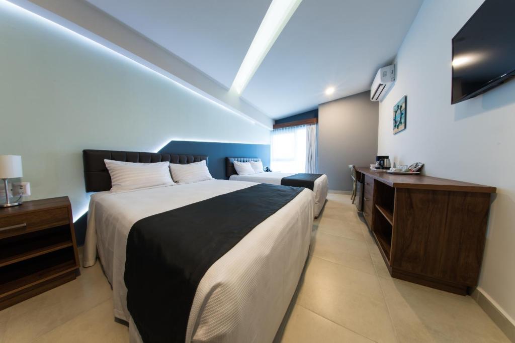 Отель  Hotel Clipperton  - отзывы Booking