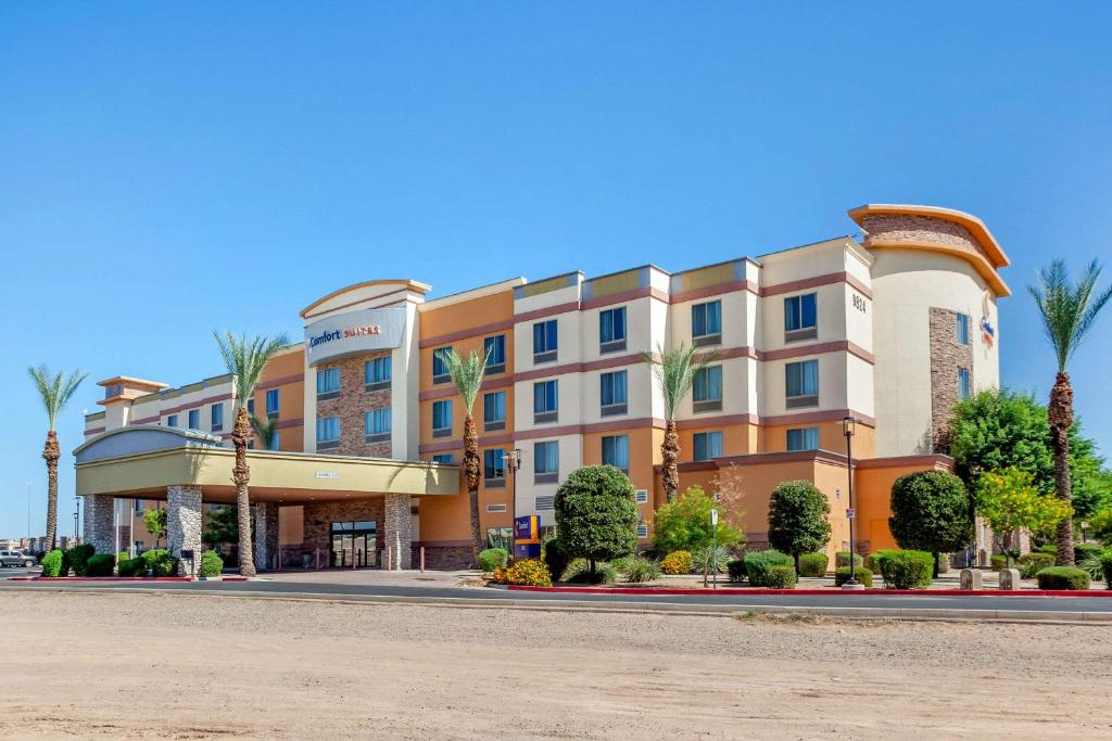 Отель  Comfort Suites Glendale - State Farm Stadium Area