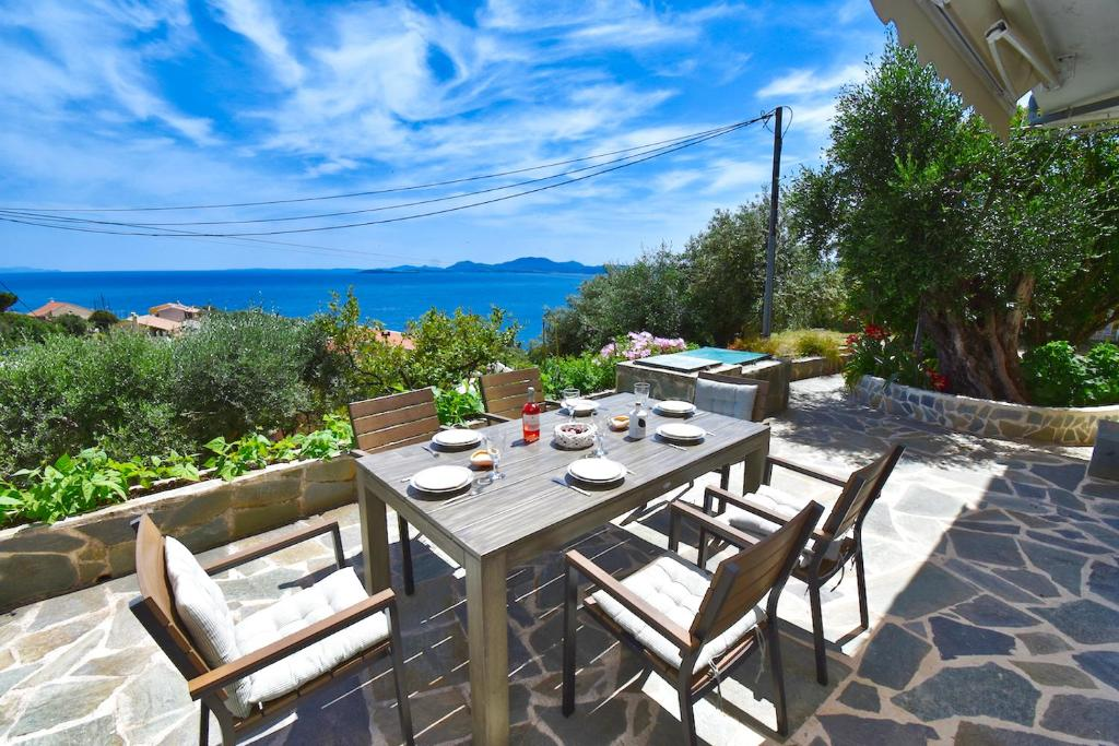 Апартаменты/квартира The Sea-View Cottage - 500m from the beach - отзывы Booking