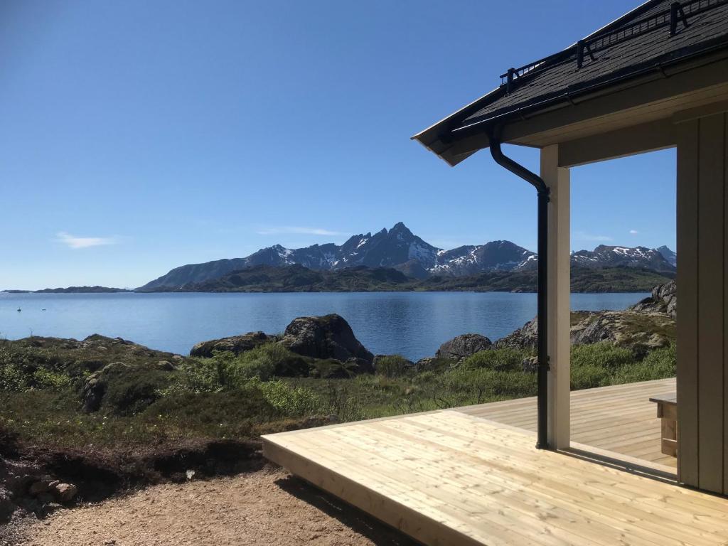 Дом для отпуска  PRIVATE NEWLY BUILT WATERFRONT CABIN IN LOFOTEN  - отзывы Booking