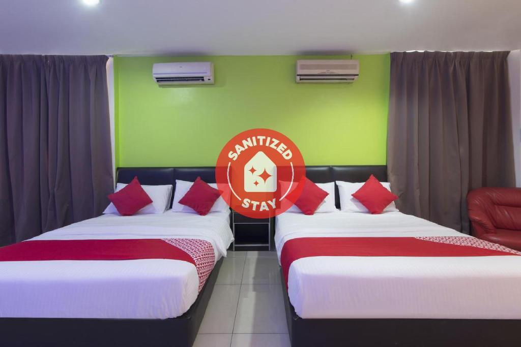 Отель  OYO 44072 Mines Cempaka Hotel  - отзывы Booking