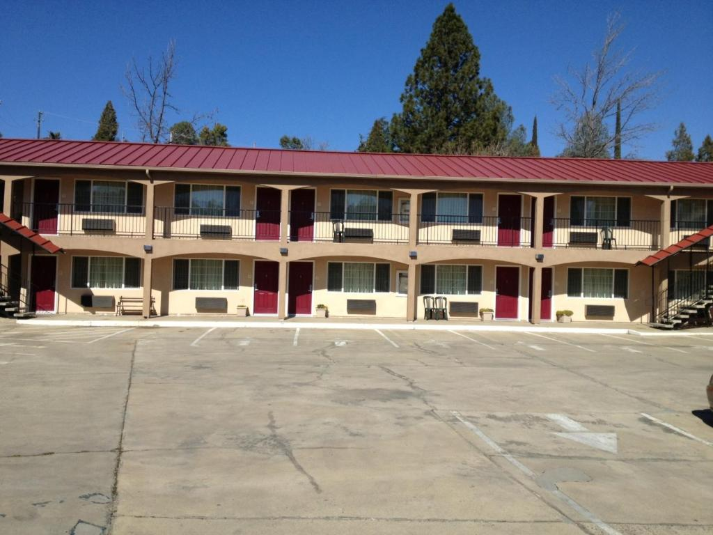 Мотель  The Yosemite Inn  - отзывы Booking