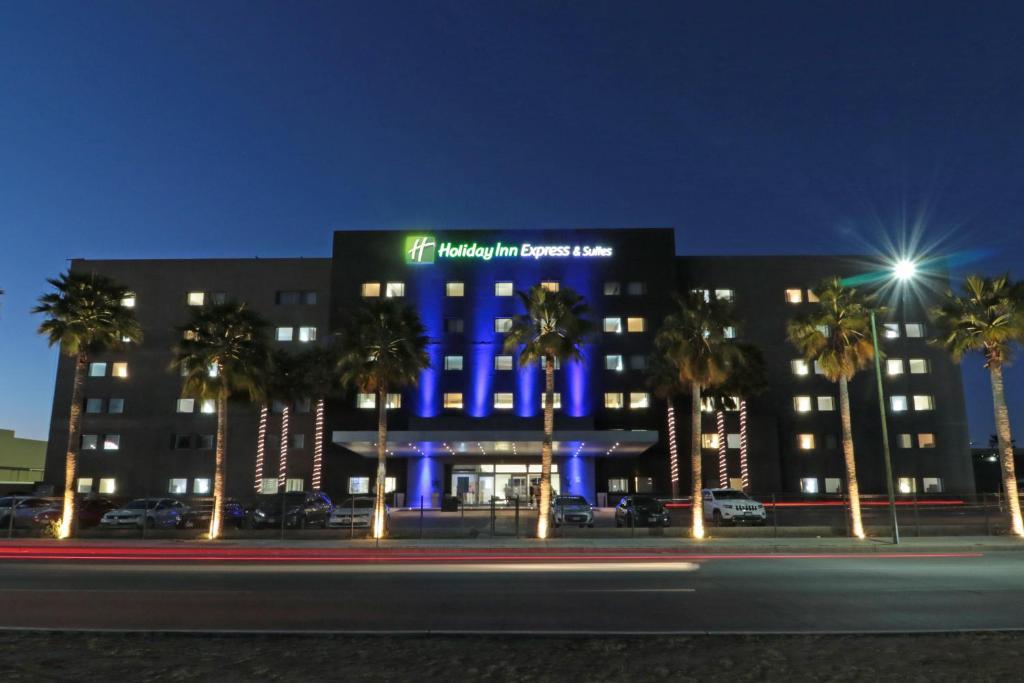 Отель  Отель  Holiday Inn Express Hotel & Suites Hermosillo, An IHG Hotel