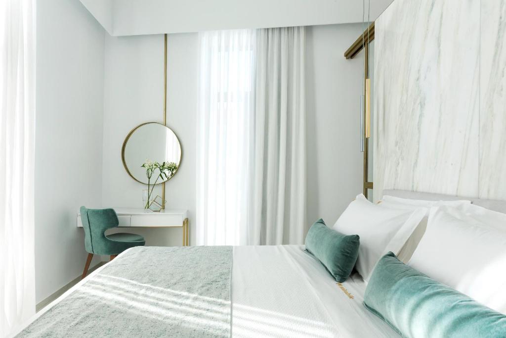 Отель  Mirabile Luxury Suites  - отзывы Booking