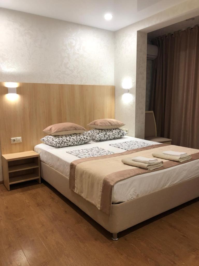 Мини-гостиница Three Seasons Hotel - отзывы Booking