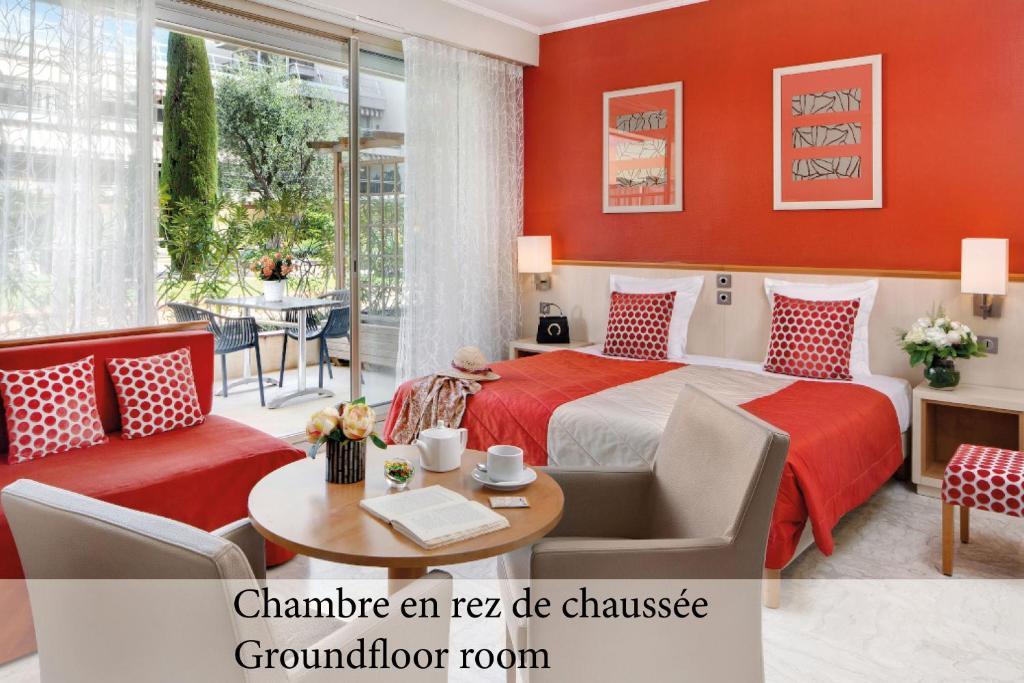 Отель  The Originals Boutique, Hôtel Les Strélitzias  - отзывы Booking