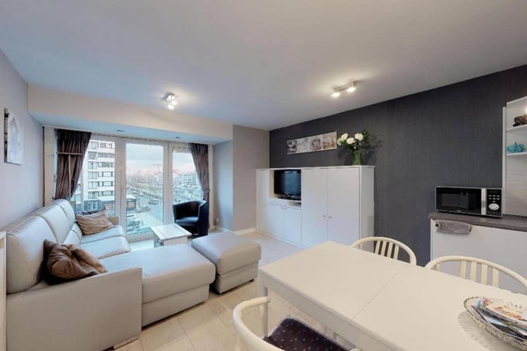 Апартаменты/квартира  Studio met zeezicht op Heldenplein  - отзывы Booking