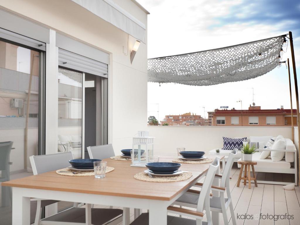 Апартаменты/квартира Increible ático con vistas al Mediterraneo. Wifi!! - отзывы Booking